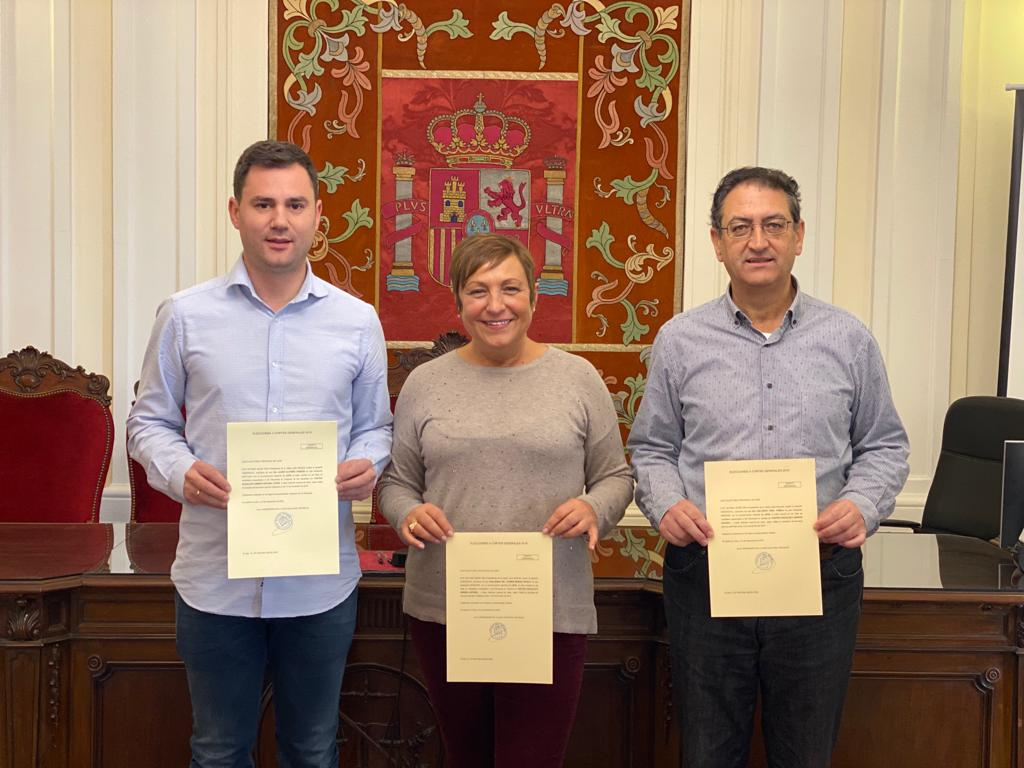 Los diputados y senadores del PSOE de León recogen sus credenciales