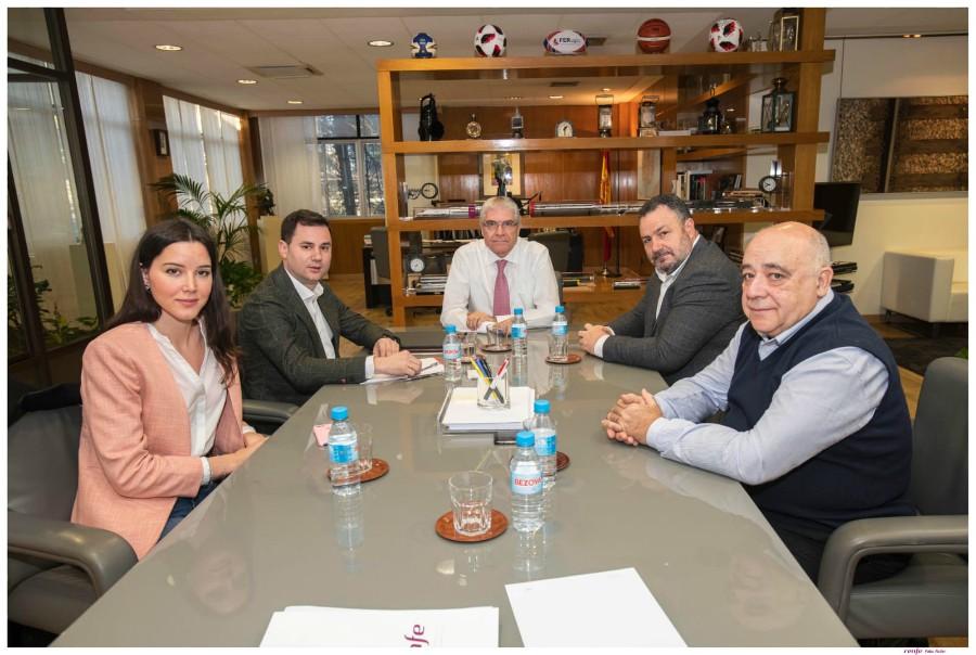 Dirigentes del PSOE leonés ratifican que los trenes AVE de León no corren peligro tras una reunión con el presidente de Renfe