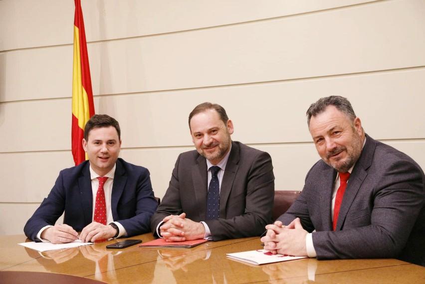 El PSOE de León aplaude el compromiso del Gobierno con el Corredor Atlántico