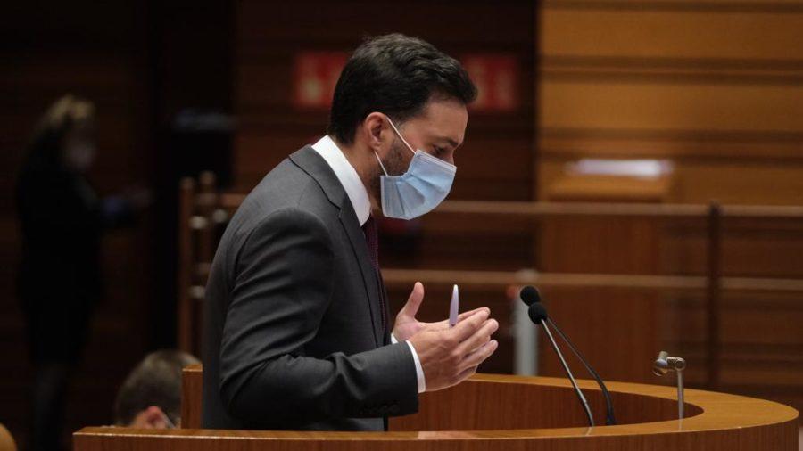 El PSOE denuncia en las Cortes una merma en la calidad del sistema sanitario público y exige a la Junta incentivos para la retención y contratación de profesionales