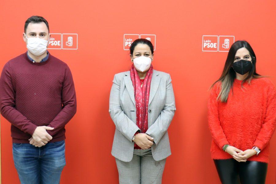 La cónsul general de Marruecos en Bilbao visita la sede provincial del PSOE de León