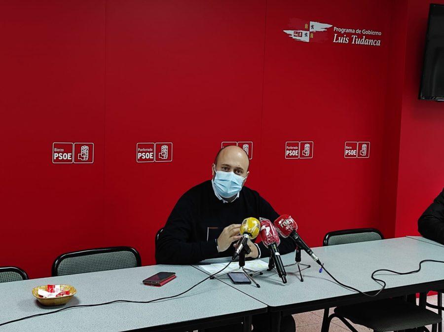 Campos pone en duda un sistema de bolsas y de contrataciones en el área de salud del Bierzo que fomenta la precariedad laboral
