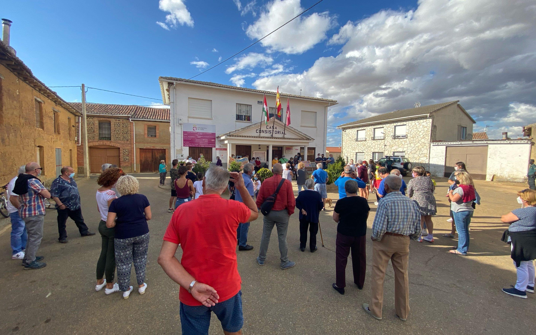 El Ayuntamiento de Castrotierra de Valmadrigal celebra una manifestación para exigir una atención primaria de calidad también durante los meses de verano