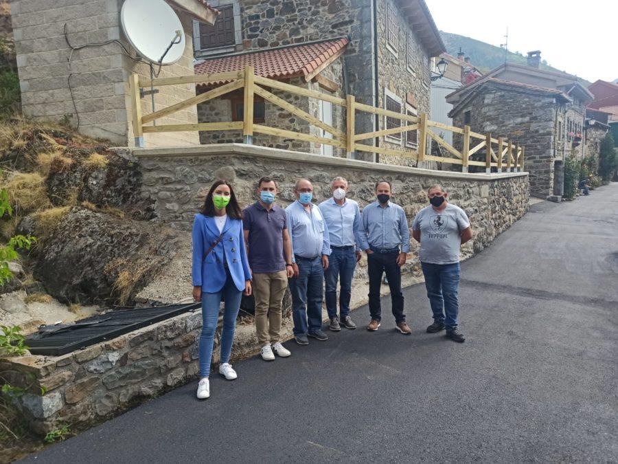 El PSOE de León se reúne con la Junta Vecinal de Llánaves de la Reina para estudiar nuevos proyectos de cara al aprovechamiento de sus recursos