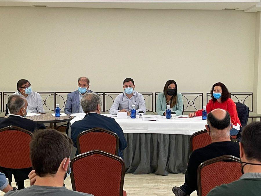 El PSOE de León recoge las demandas y necesidades del partido judicial de Astorga en una jornada de trabajo centrada en promoción turística, políticas de igualdad y desarrollo rural efectivo